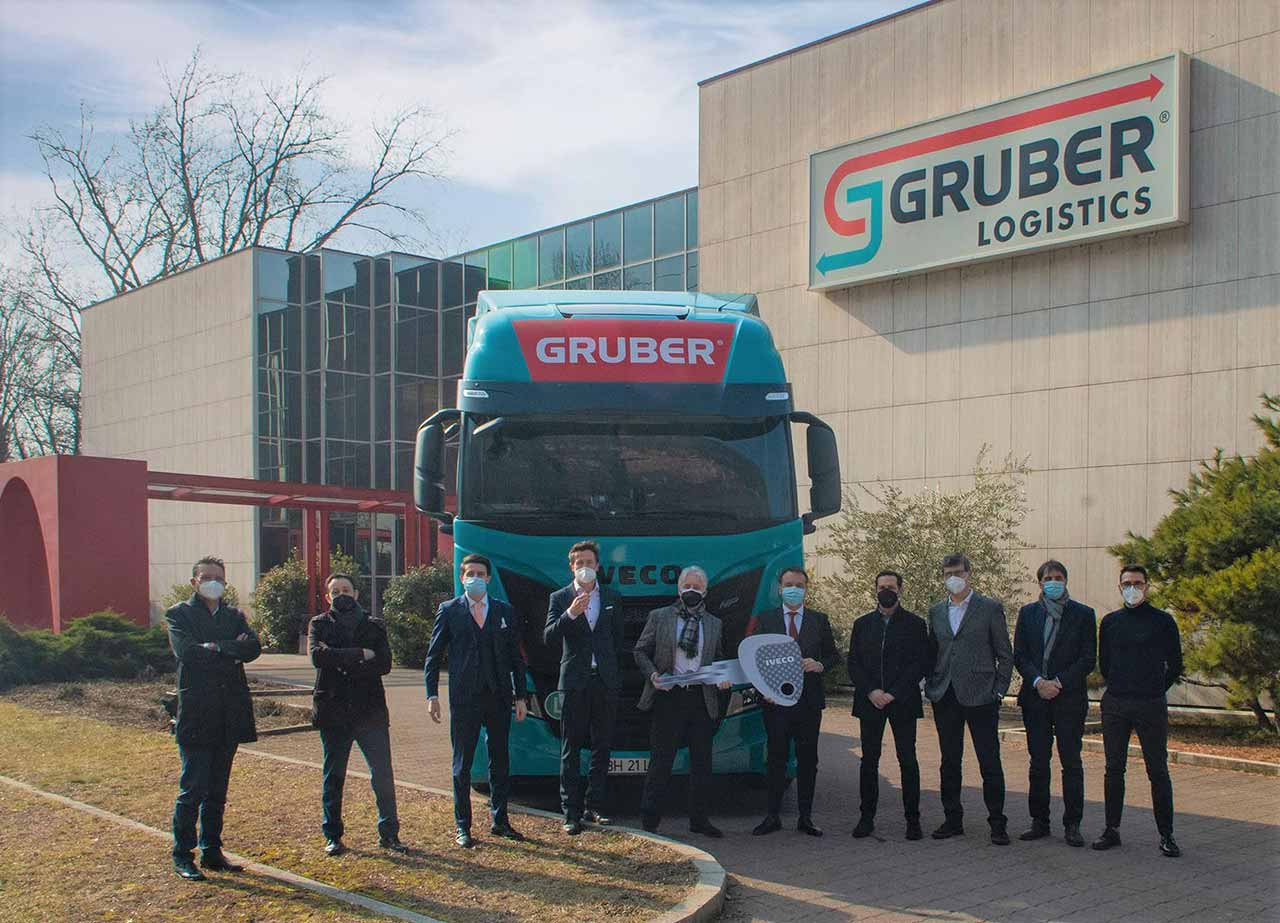 100 IVECO S-WAY a Gruber Logistics — Source: IVECO